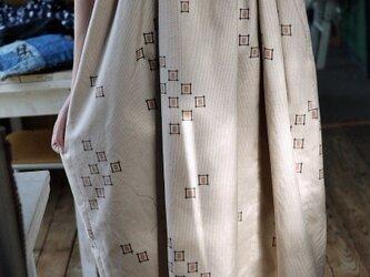 正絹スタンドカラーのギャザーワンピースストンとワンピースの画像