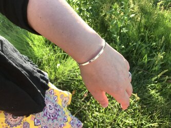 銀の腕輪 (槌目)の画像