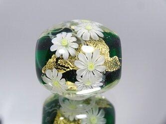 マーガレットのとんぼ玉(ガラス玉)金箔入りの画像