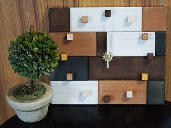 アンティークな木の時計・カラーMIXの画像