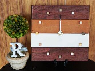 アンティークな木の時計・トリコカラー(3色仕上げ)の画像
