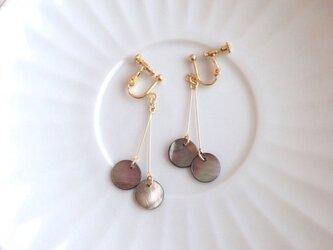 shell earring/pierce【black】の画像