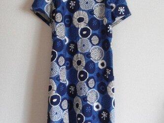 綿麻の半袖ワンピース ネイビーの画像