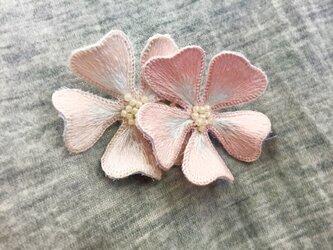 手刺繍 立体 ブローチ(梅・ピンク)の画像
