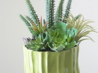 アートフラワー多肉植物の寄せ植え風アレンジ★緑色陶器の画像