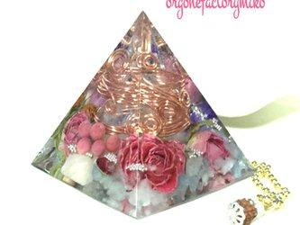 恋愛運 ベリル  ピラミッド型 オルゴナイトの画像