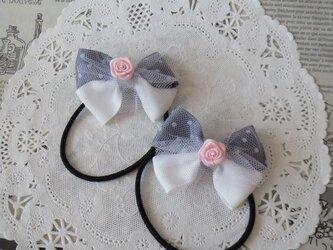 ★りぼん★ ピンクのバラとグレーの水玉と白のダブルリボンのヘアゴムの画像