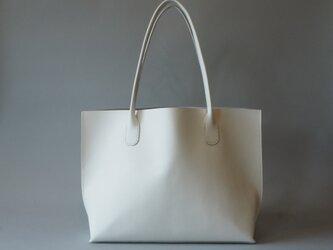 手縫いのA4トートバッグ ホワイトの画像