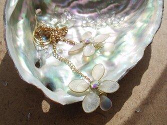 揺れる紫陽花(ピアス)の画像