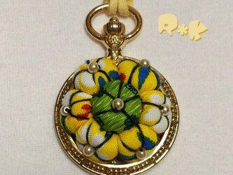 懐中時計のイエローなネックレスの画像