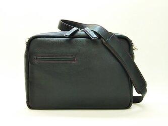 黒の革に赤のステッチが映える!B5サイズのレザーショルダーバッグ(黒)*受注製作*の画像