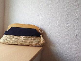 マダガスカル産ラフィアとヴィンテージ帆布の木工口金クラッチバッグ(black)の画像