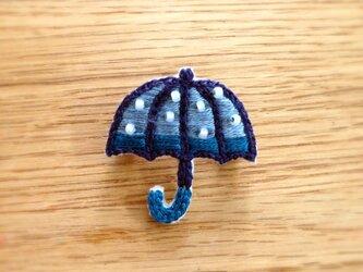 〈受注制作〉キラキラ傘のブローチ(blue)の画像