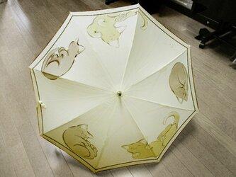 ゴロにゃんこの日傘(きなり色・ドット柄布付き)の画像