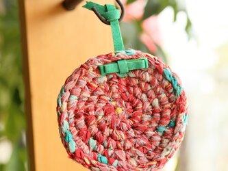 きもの裂き編みコースター 革ループ付きの画像