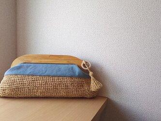 マダガスカル産ラフィアとヴィンテージ帆布の木工口金クラッチバッグ(sora)の画像