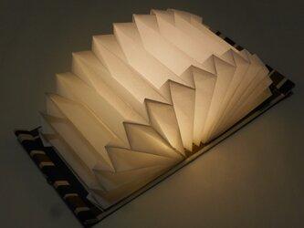 ブック型ライト「Shell-Light」たためる明かり /きゅーとな黒猫の画像