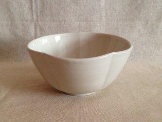 白磁花茶碗の画像