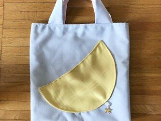 三日月の手提げバッグの画像