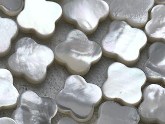 白蝶真珠貝 クローバーカットモチーフ 4ピース 10mm*12mm シェル 四つ葉 素材 パーツ ルースの画像