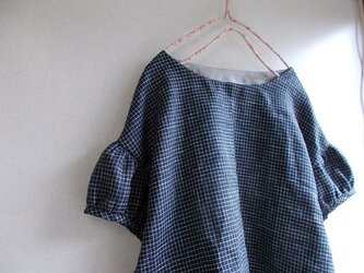 リネンパフ袖ブラウスの画像