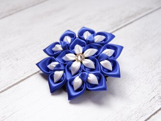 花の雫|つまみ細工のコサージュの画像