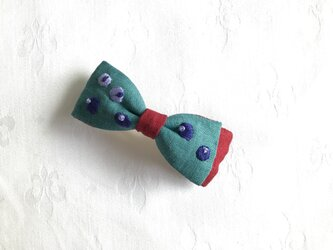 ブルーベリー刺繍のおりぼんバレッタ(ターコイズ)の画像