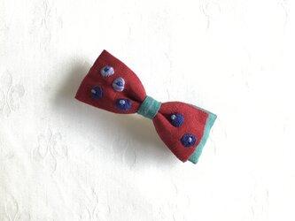 ブルーベリー刺繍のおりぼんバレッタ(アカ)の画像