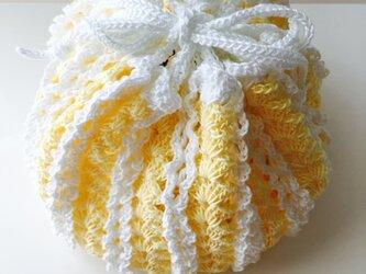 レモンカラーのレース編み巾着袋の画像