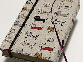 BOOKFACE(ブックフェイス)文庫本用ハードブックカバー/猫の行列柄の画像