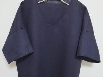 濃紺色リネン シンプル五分袖ブラウスの画像