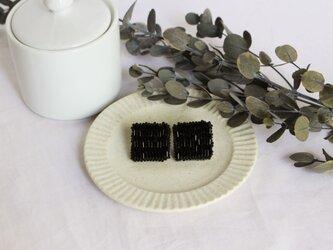 〈送料無料〉竹ビーズのスクエアーピアス ブラックの画像