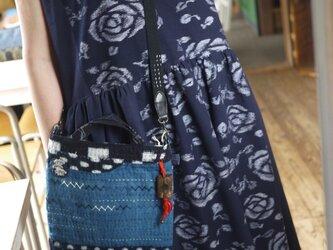久留米絣濃紺バラ柄と無地の組み合わせワンピの画像