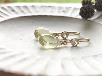 カットが美しいレモンクォーツとホワイトトパーズのピアス 送料無料の画像