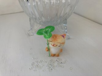雨宿り猫さん(黄色トラ)の画像