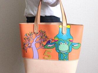 手縫い手描きのトートバック / キリンとアカハシウシツツキNo.5の画像