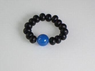 黒檀ブルー瑪瑙入 木玉指輪の画像