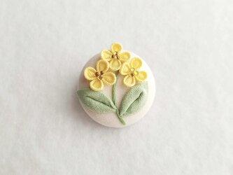 菜の花のくるみブローチ *つまみ細工*の画像