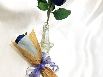 【プリザーブドフラワー/青い薔薇の祝福一輪ラッピング】の画像