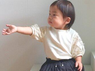 華やかなお袖とやわらか素材のロンパースの画像