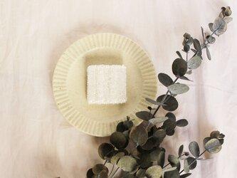 〈送料無料〉グラスブローチ 白の画像