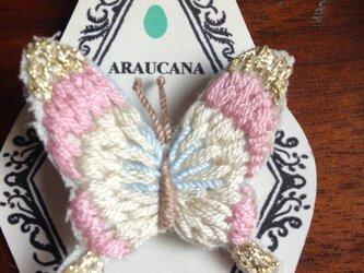 蝶々の刺繍ブローチの画像