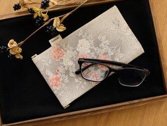 地曵いく子プロデュース 牡丹文 きものサングラスケースの画像