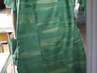 グリーンの正絹シンプルワンピースの画像