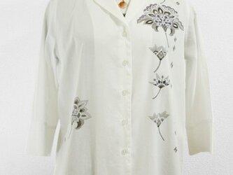 テーラードカラー・七分袖シャツ(華更紗・ホワイト)の画像