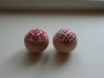 【再販】ウッドボウルのピンクッション(赤い花)の画像
