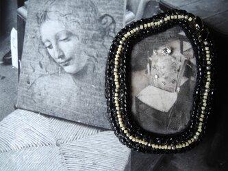 ブローチ【nostalgie~パリジェンヌ】の画像