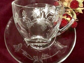 ラズベリーのカップ&ソーサー 〜手彫りガラス〜の画像