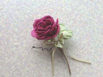 一輪の赤い薔薇 c * シルクデシン製 * コサージュの画像