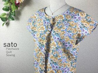 花柄のフリルフレンチスリーブの画像